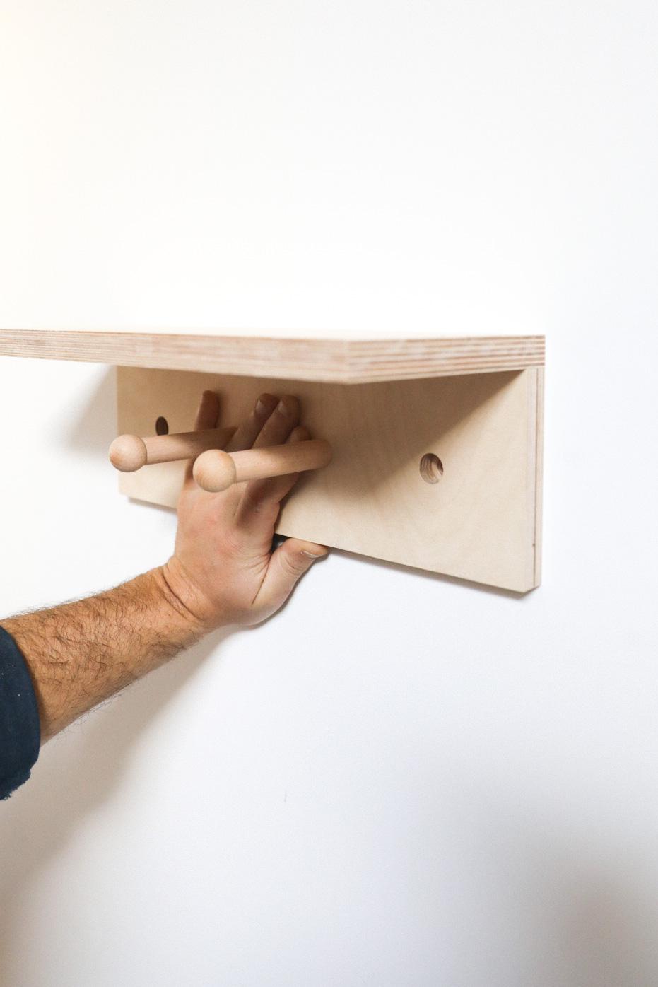 comment accrocher son étagere à patères au mur