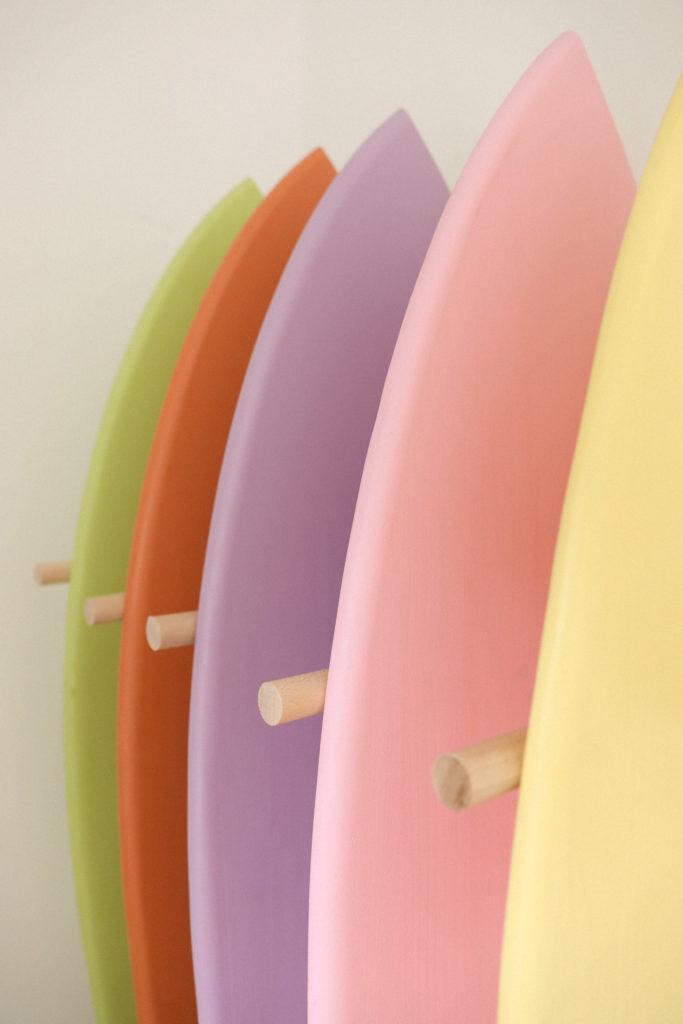 planche de surf de décoration couleur pechue